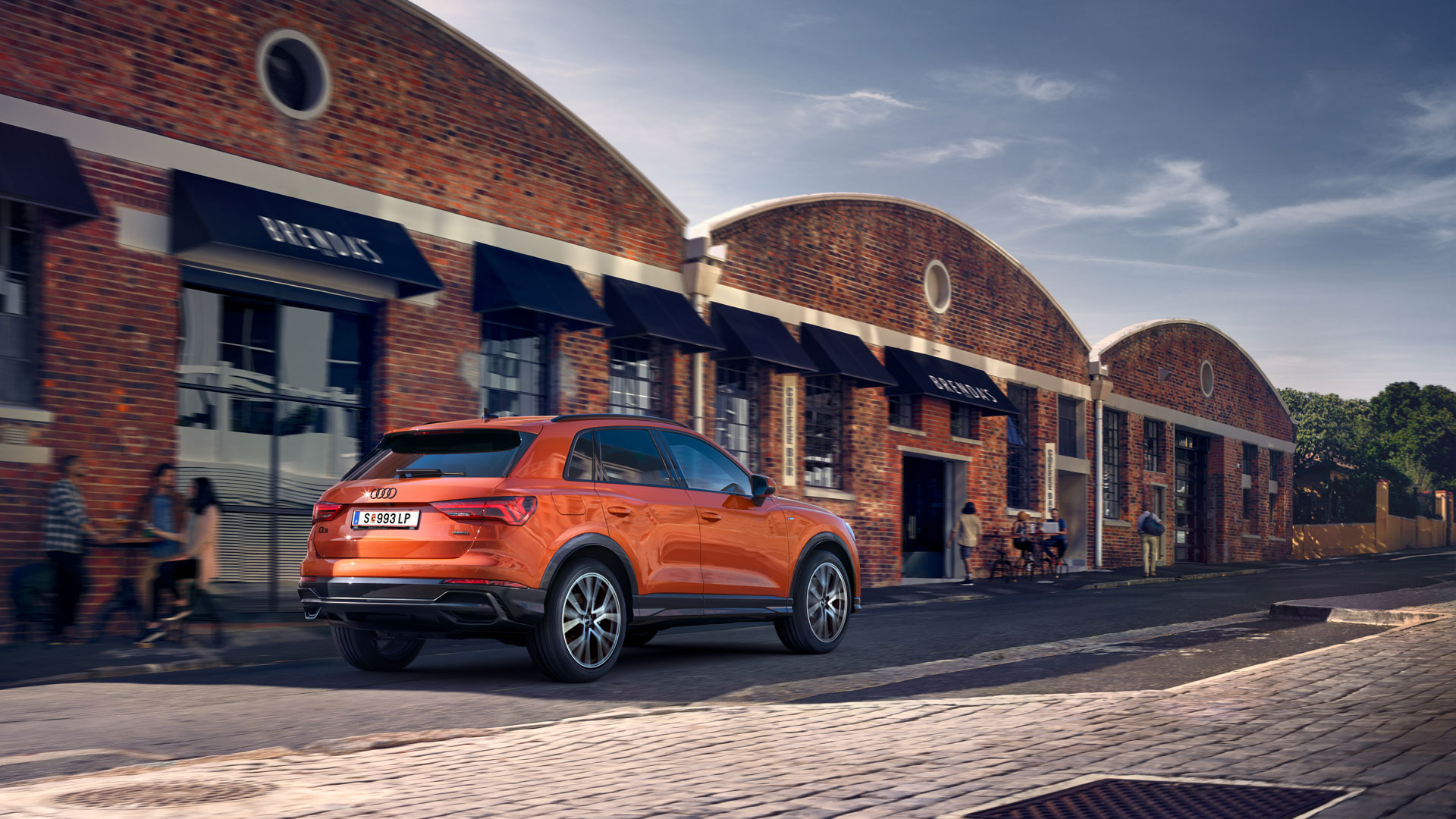 Audi Q3 Heckansicht orange